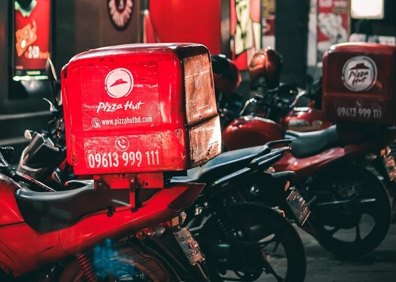 Motor dengan membawa paket usaha franchise